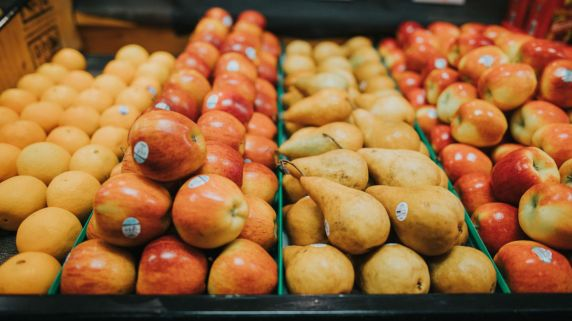 6 Reasons to Shop At Your Local Grocery Stores